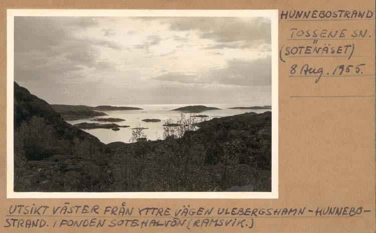 """Noterat på kortet: """"Hunnebostrand Tossene Sn. (Sotenäset)."""" """"Utsikt väster från yttre vägen Ulebergshamn - Hunnebostrand. I fonden Sotehalvön (Ramsvik)."""""""
