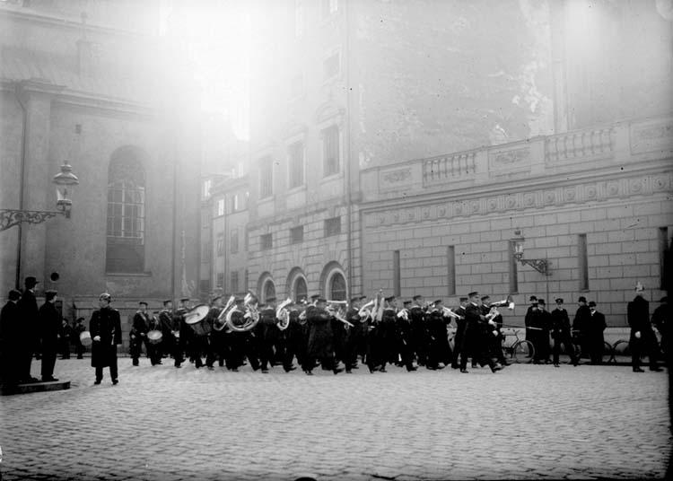 """Enligt text som medföljde bilden: """"Vaktparaden Stockholm okt. 11""""."""