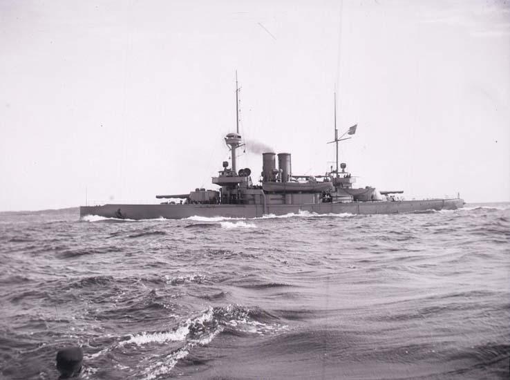 """Enligt text som medföljde bilden: """"Pansarbåten Niord el. Thor."""""""