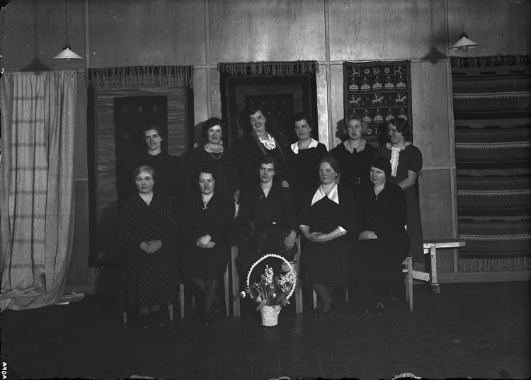 """Enligt fotografens noteringar: """"1938 N:r 7 Skolkökskursen i Fors."""""""