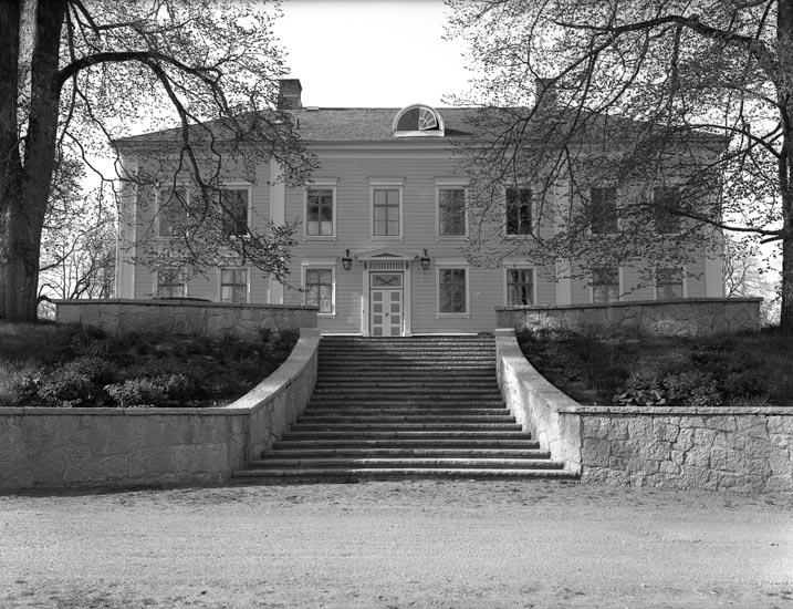 "Text som medföljde bilden: ""1951. 17. Torps Herrgård, N.....? Baksidan."""
