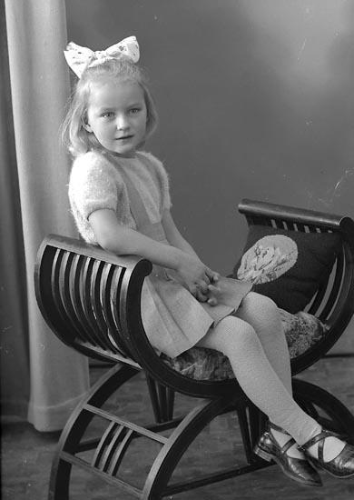"Enligt fotografens journal nr 8 1951-1957: ""Ström, Inga, Nösnäs, Stenungsund."