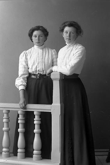 "Enligt fotografens journal nr 2 1909-1915: ""Olsson, Gerda Lundby Kareby""."