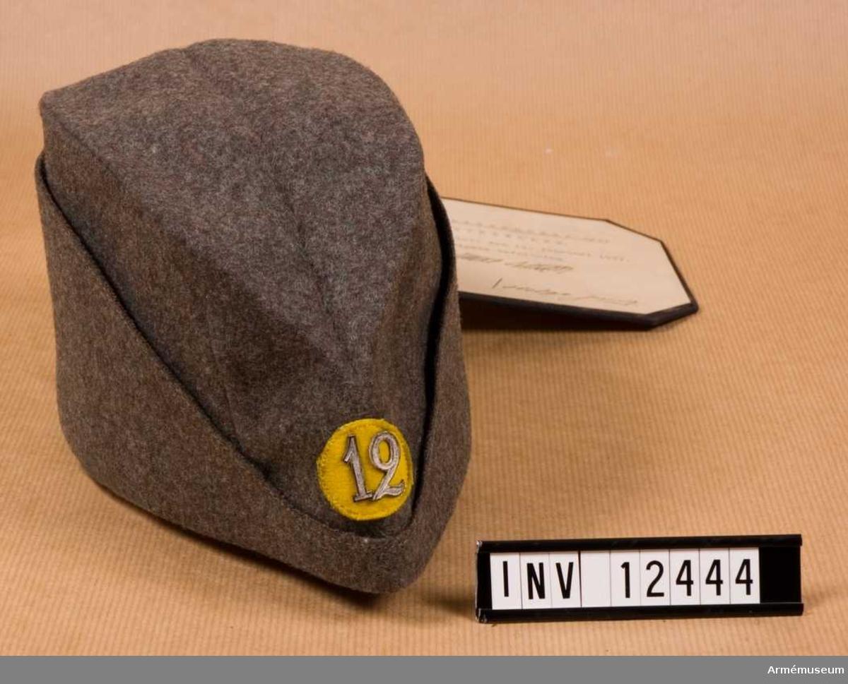 Grupp C I. Modell på mössa m/1937. Fastställd 1937-02-37. Från intendenturens modellkammare.