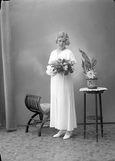"""Enligt fotografens journal nr 6 1930-1943: """"Ahlborg, Maj-Britt Stenungsund""""."""