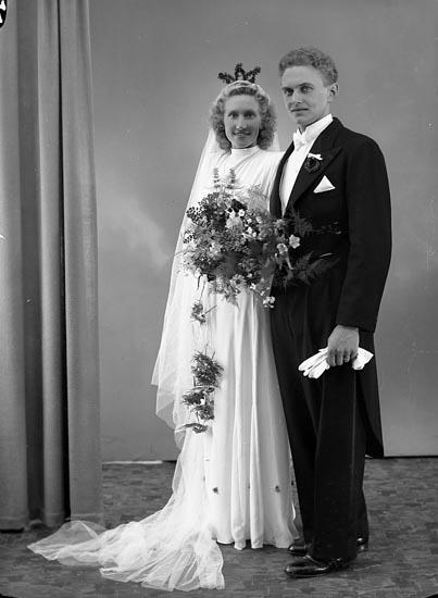 "Enligt fotografens journal nr 6 1930-1943: ""Gustafsson, Herr Stig Stenungsund""."