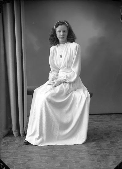 "Enligt fotografens journal nr 7 1944-1950: ""Andersson, Inga Stenung Här""."