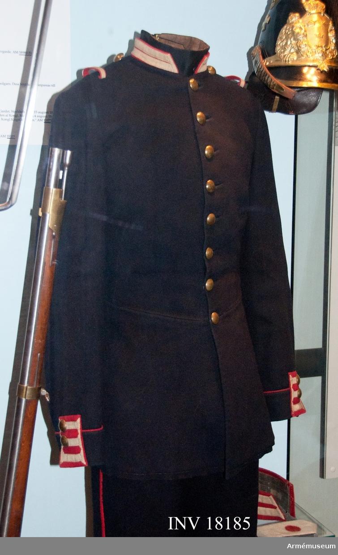 Grupp C I. Ur uniform för manskap vid Kungliga Andra livgardet, Göta livgarde. Förändringsmodell. I huvudsak fastställd 1845.