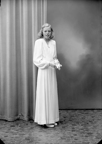 "Enligt fotografens journal nr 7 1944-1950: ""Svensson, Ulla St. Askerön""."