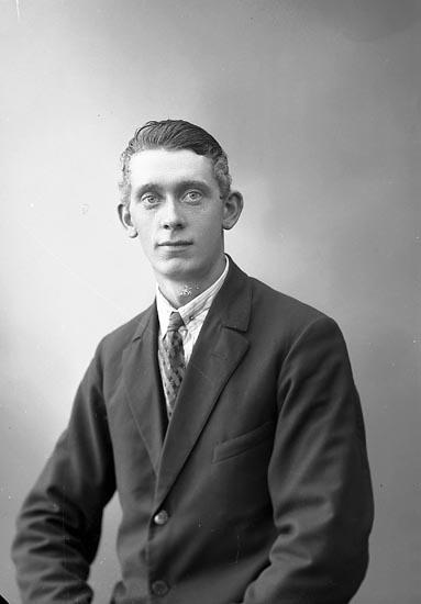 """Enligt fotografens journal nr 5 1923-1929: """"Johansson, John Evenås Här""""."""