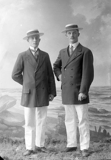 """Enligt fotografens journal nr 2 1909-1915: """"Bergman, And. Här""""."""