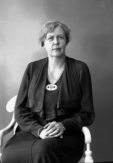 """Enligt fotografens journal nr 6 1930-1943: """"Lindberg, Fr. Gertrud Aschebergsg. 22 Gbg""""."""