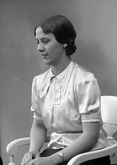 """Enligt fotografens journal nr 6 1930-1943: """"Andersson, Fr. Stina Koperativa Här""""."""