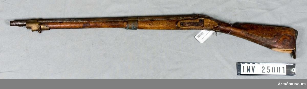 Grupp E II e. För infanteriets jägare.Hanen fattas, kolvnäsan är avslagen. Saknar lås, sidbleck, laddstock, varbygel.