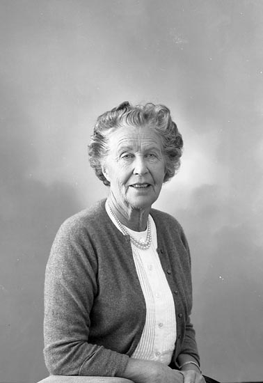 "Enligt fotografens journal nr 9 1958-: ""Wennerberg, Fru Stenungsund""."
