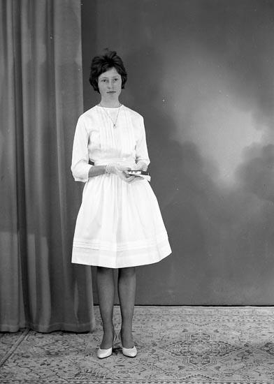 "Enligt fotografens journal nr 9 1958-: ""Larsson, Anita Box 380, Stenungsund""."
