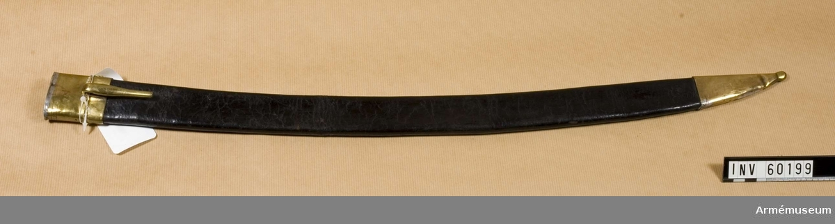 Grupp D II.  Baljan är klädd med svart läder, har doposko samt med koppelhake  försett munbleck av mässing. Baljan är av samma typ som t ex baljan till huggare m/1793 för artilleriet, men 3 cm längre.  Samhörande nr är 60198-9, huggare, balja.