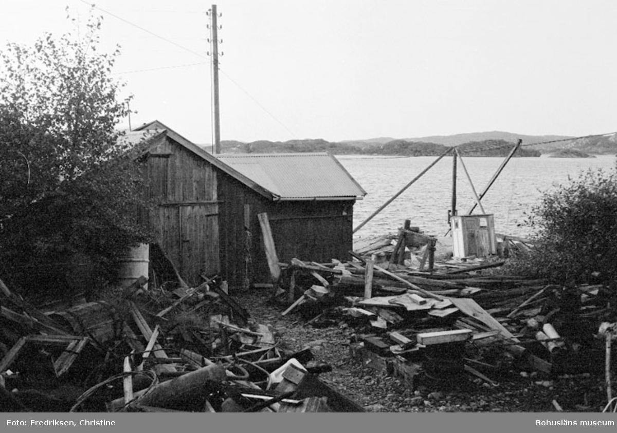 """Motivbeskrivning: """"Holmuddens varv (numera nerlagt)."""" Datum: 19800918"""