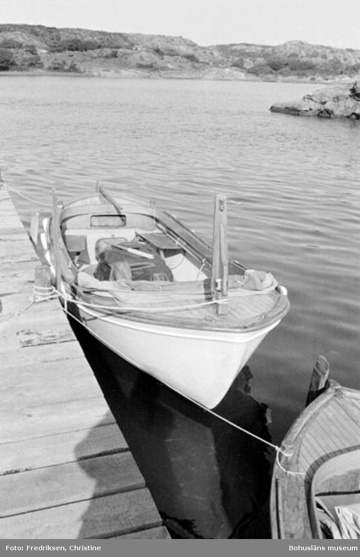"""Motivbeskrivning: """"Klöveröns varv, plastsnipa, inredd på 1960-talet av Henry Josefsson. Foto Klöverön."""" Datum: 19800919"""