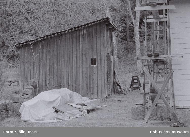 """Bohusläns samhälls- och näringsliv. 2. STENINDUSTRIN. Film: 4  Text som medföljde bilden: """"Vedbod. April -77."""""""