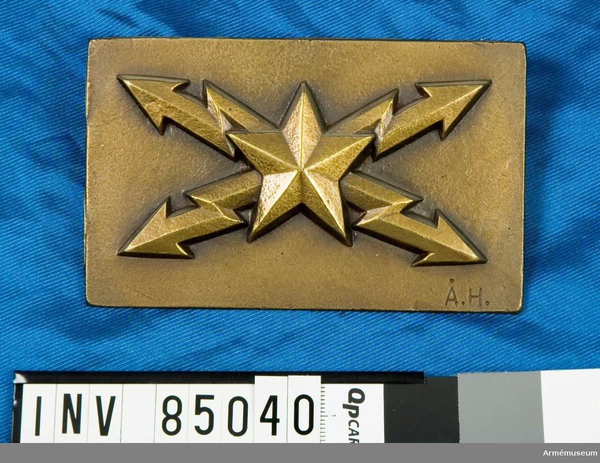 nr. 11777 metallm. Arméns tjänstetecken m/43 Telegrafpersonal  Skulptör Åke Hammarberg