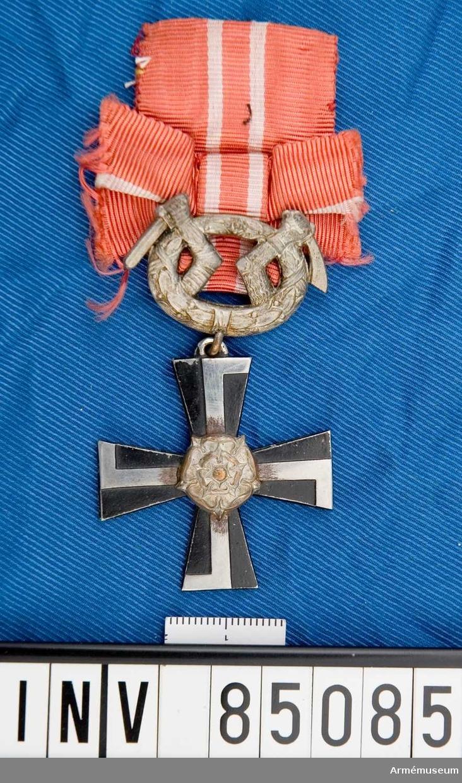 Finska Frihetskorset IV klass med svärd. Överlämnat 1918-11-15. På baksidan årtalet 1918