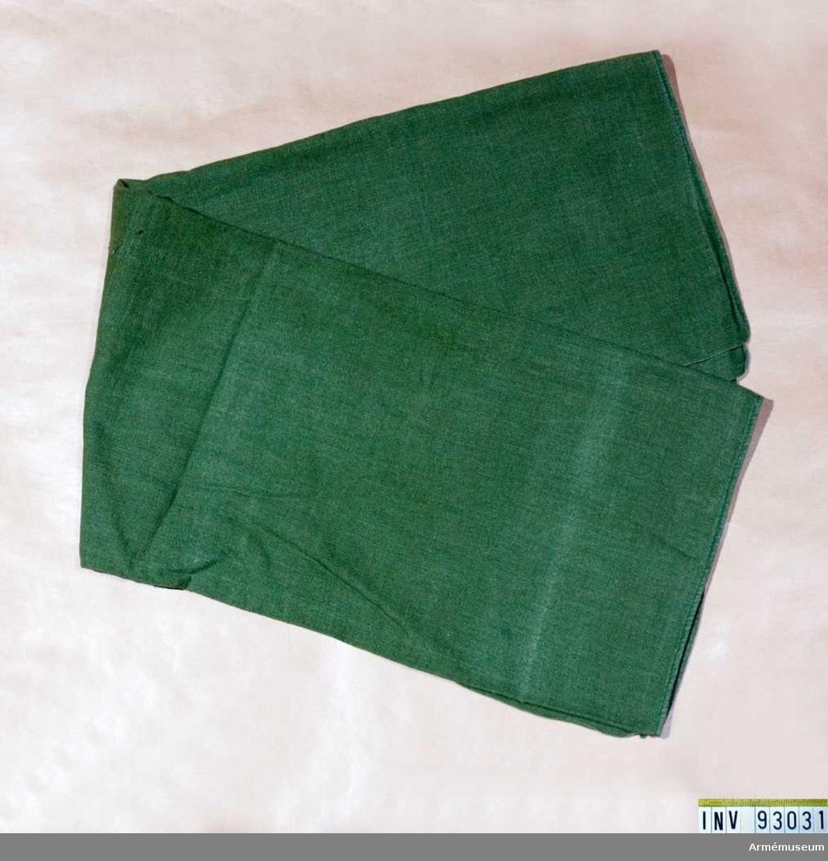 Grön.