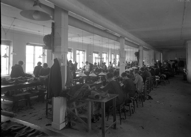 """Uppgift enligt fotografen: """"Uddevalla. Interiör, Fabriken Schwartsman & Nordström  S. Hamngatan."""""""
