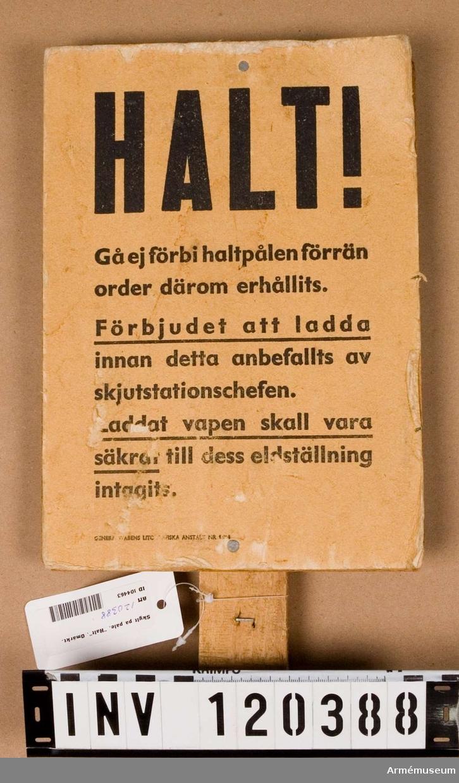 """Påskrift: """"Halt""""."""