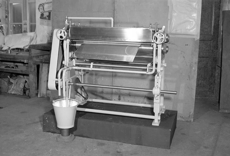 """Text till bilden: """"Lackeringsmaskin. 1949.12.18""""             i"""