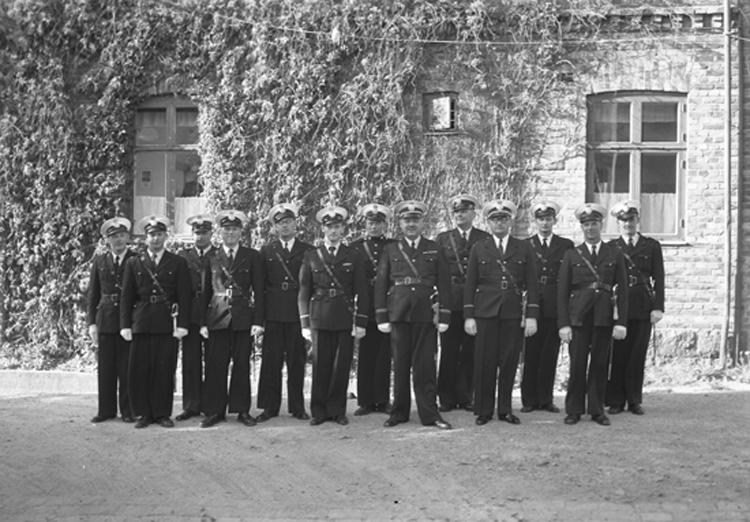 """Text till bilden: """"Poliskåren i Lysekil. 1951.06.06""""             i"""