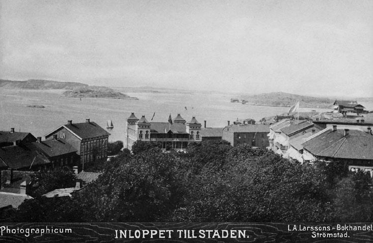 "Handskriven text på bildens baksida: ""Inloppet m. stadsparken 1800-talet slut""."