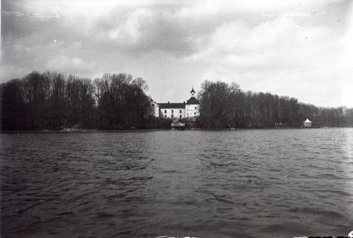 Slott vid sjö