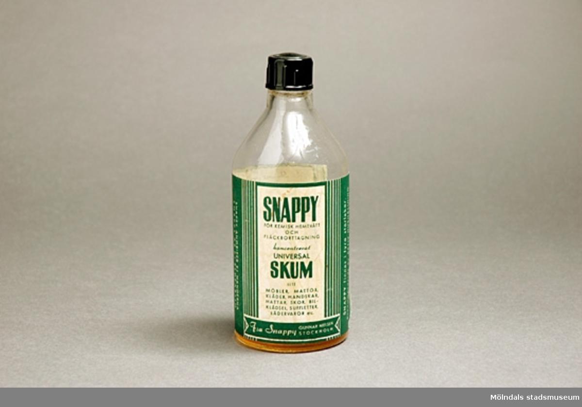 Flaska med innehåll koncentrerat skum för kemisk hemtvätt och fläckborttagning. Avsett för allt som tål vatten.Text med bruksanvisning.Liten mängd koncentrat finns kvar i flaskan.
