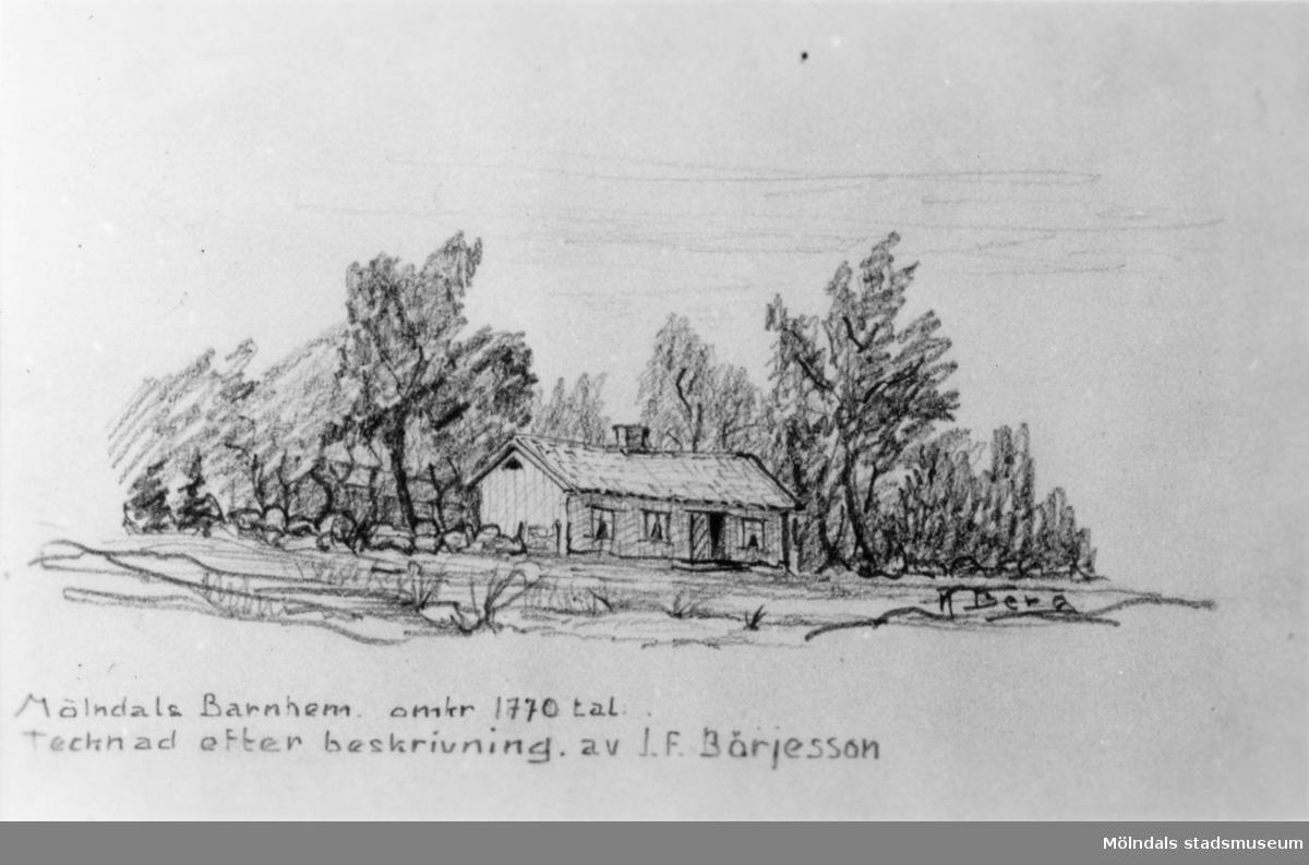 """Mölndals barnhem, Holtermanska, omkr. 1770-tal. Tecknad efter beskrivning av J.F. Börjesson. Direktören Martin Holterman i Ostindiska kompaniet ägde Åby gård. 1782 skänkte han 3000 daler silvermynt till Fässbergs församling + ett nybyggt skolhus och trädgård på gårdens ägor vid Åby by. I skolan skulle 10 fattiga barn undervisas i """"kristendom, skrivande och något räknande. Holtermans skola fanns kvar till 1875. Då hade donationens ändamål ändrats, och man byggde i stället ett barnhem kombinerat med småskola. 1914 brann barnhemmet och 1915 byggdes ett nytt barnhem på samma tomt. 1929 överlämnades barnhemmet till Mölndals stad."""