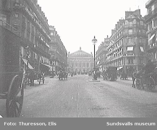 "Gatan ""Avenue de l´Opéra"" med arkitekten Garniers operahus i fonden, Paris."