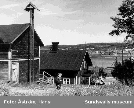 Svartvik på 1930-talet. Rökåkarna på Sörvarvet.  Vykort utgivet av Föreningen Svartviksdagarna