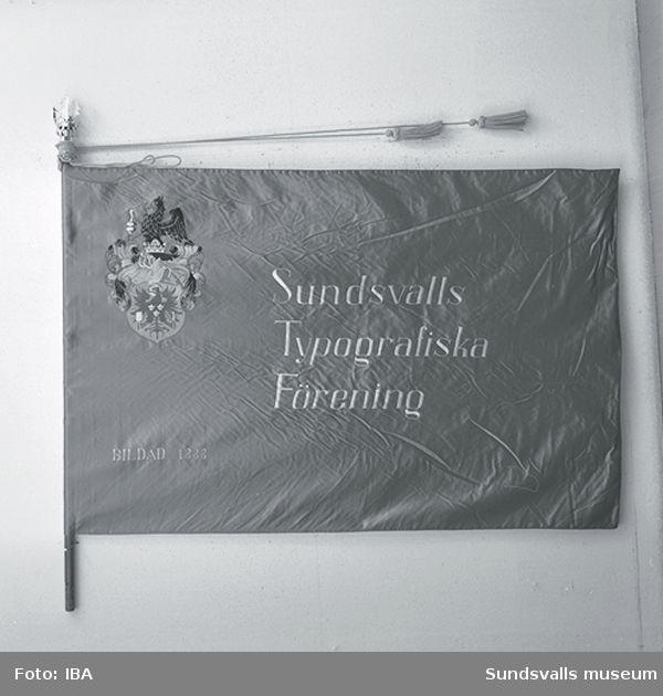 Fana. Sundsvalls Typografiska förening, framsida och baksida.