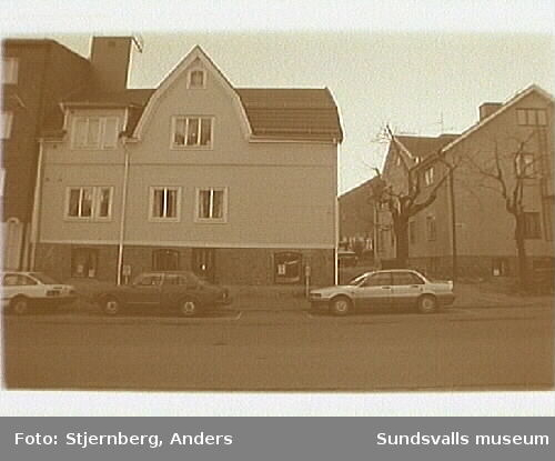 Foto 24: Vy fr NV utmed Östra Långgatan och tomterna 1, 16, och 3.