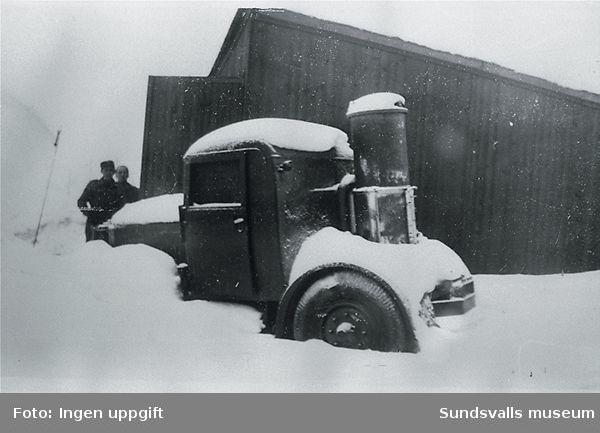 """""""Vårt förste motorköretöy på Baggböle (drevet med generatorgass)."""" (Einar Hegg, Nybergsund, augusti 1988)"""