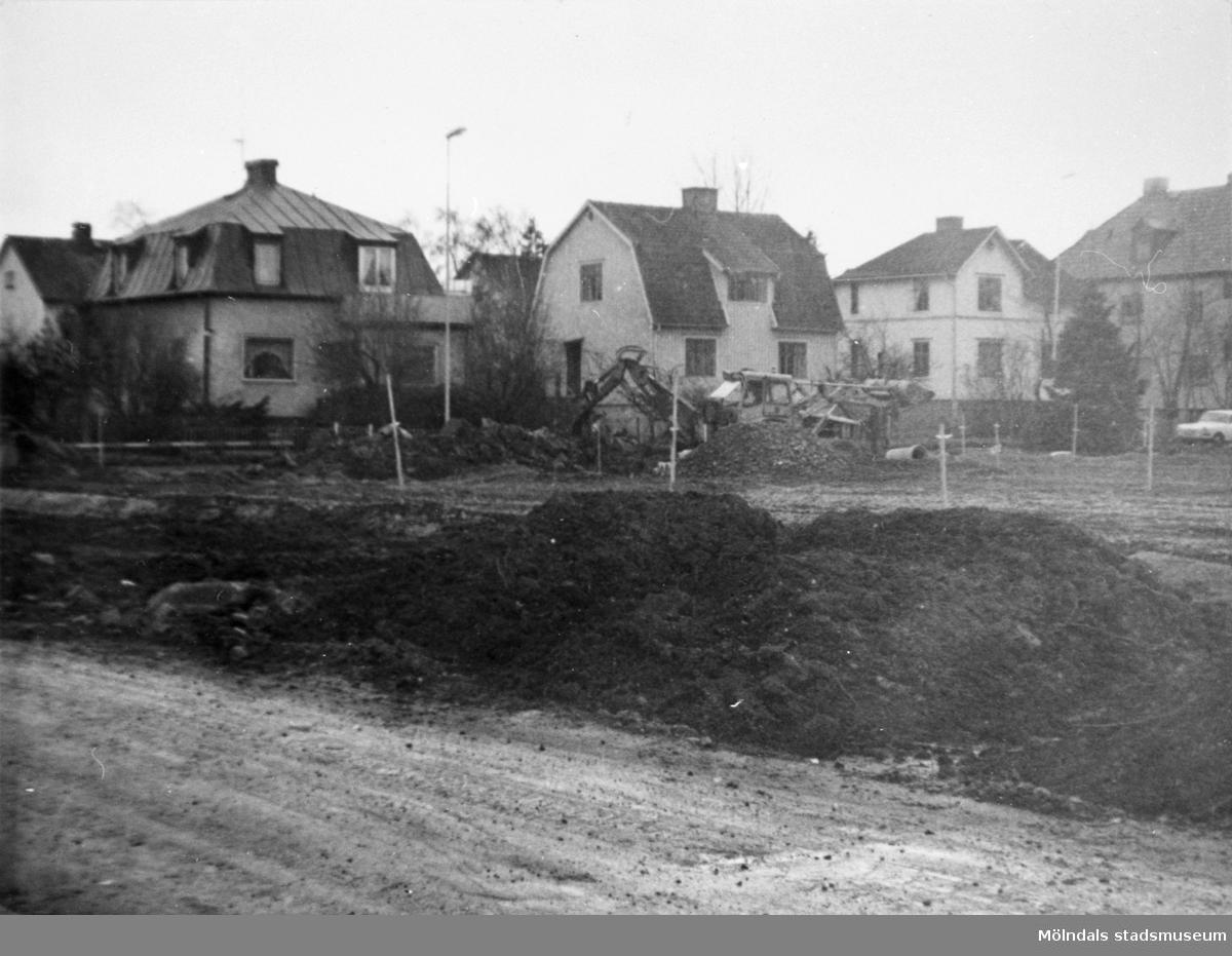 Barnhemsgatan från nordost. Husen på gatans norra sida är rivna. Fotograferat från tidsskedet 2/2 - 2/3 1975.