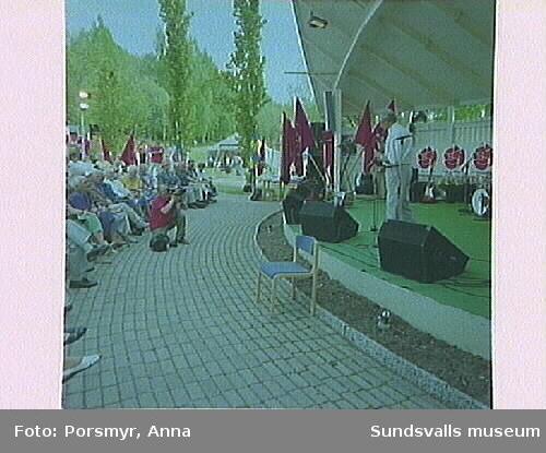 Högtidlighållande av Sundsvalls arbetarkommuns 100-årsjubileum, i Folkets Park. Huvudtalare var Socialdemokratiska Arbetarepartiets f.d. partisekreterare Sten Andersson.
