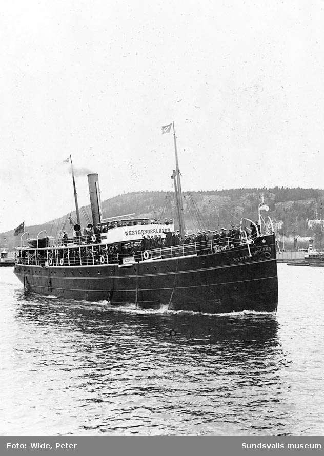 Ångaren Westernorrland med Norrlandssångarna på utflykt. Bilden tagen den 26/6 1904.