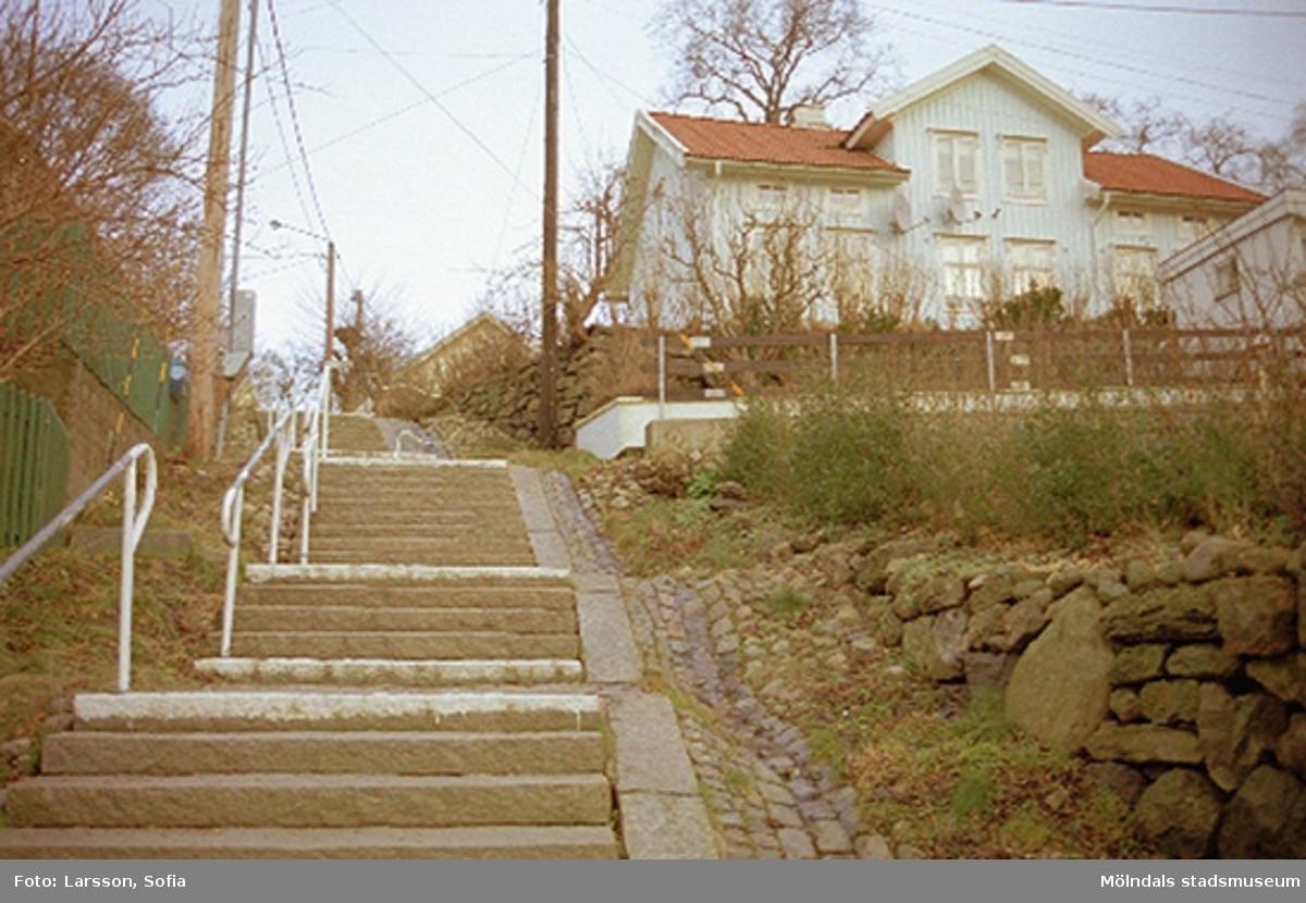 Upp till höger ses Sörliden 11 på Stockeliden 4, 2002-01-23.