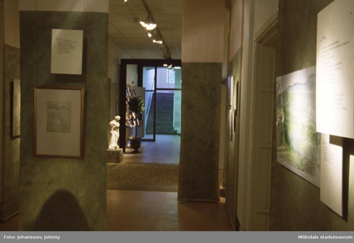 """Utställningen Carlberg & Gunnebo """"Drömmen om ett slott"""" på Mölndals museum, N. Forsåkersgatan 19, Mölndal, pågick mellan den 20:e april - 2:e november 1997.Utställningen var en historisk berättelse om människorna, tankarna och drömmarna bakom Gunnebo slott. Det visades ett rikt urval av stadsarkitekt Carl Wilhelm Carlbergs originalritningar till Gunnebo slott - en sommarvilla från 1700-talets slut."""