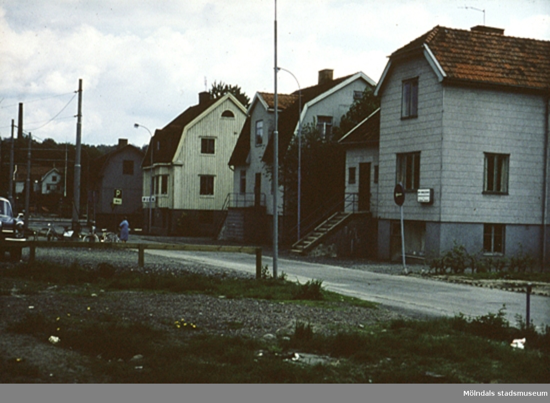 Bostadshus längs Barnhemsgatan i Mölndal, år 1971 - 72.