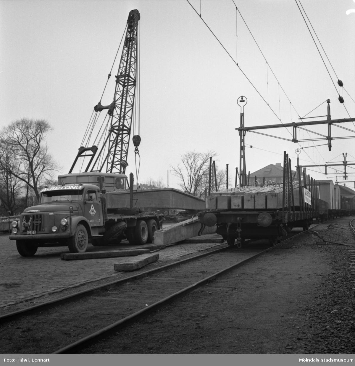 Gjutning vid byggnad nr 9 på Papyrus i Mölndal, 16/12 1964.