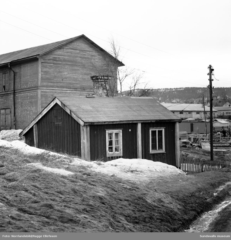 Gamla hus vid Grönborgsgatan-Sidsjövägen.