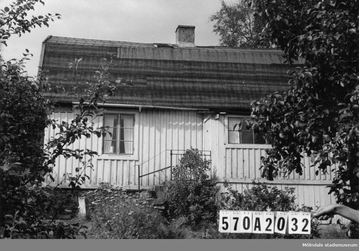 Byggnadsinventering i Lindome 1968. Annestorp 6:23. Hus nr: 570A2032. Benämning: fritidshus och redskapsbod. Kvalitet: mindre god. Material: trä. Tillfartsväg: framkomlig. Renhållning: ej soptömning.