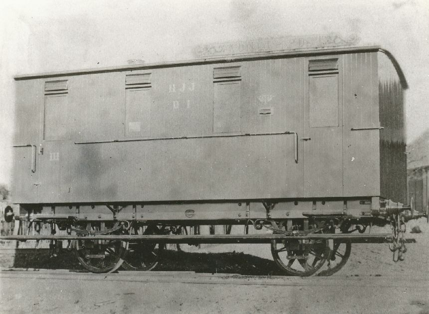 Fotografi föreställande postvagn Litt D nr 1 på linjen Halmstad-Jönköping, ca 1877.